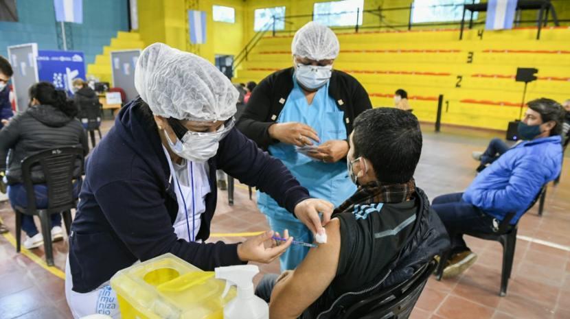 Preocupante: sólo el 50% de los mayores de 30 sacó turno para vacunarse en Tucumán